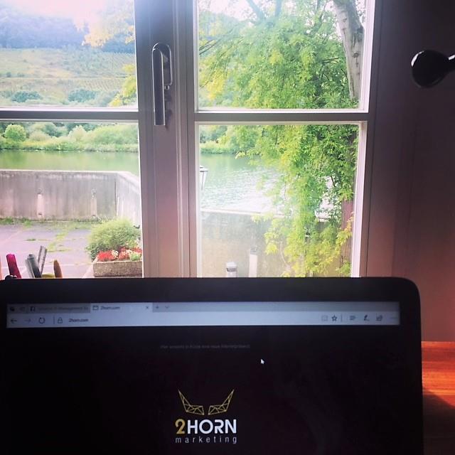 Liebe Grüße aus dem Home Office!!